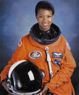 Dr._Mae_C._Jemison,_First_African-American_Woman_in_Space_-_GPN-2004-00020